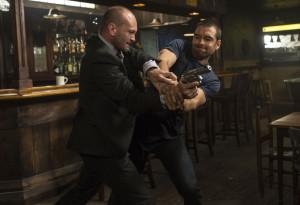Une scène de baston entre Lucas Hood (Anthony Starr) et un sosie de Jason Statham